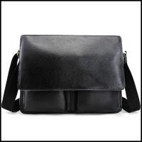 バッグにはマグネット式で蓋開き閉め、使いやすいです。蓋を開き、正面二つポケットが長財布やiPadmi...