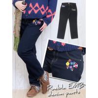 ポケット部分の手刺繍が温かでキュートなデニムパンツ! 1つ1つ違うカラフルで優しい雰囲気の刺繍が、個...