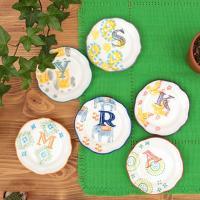 ◆商品について  かわいいスタンプのイニシャルと模様が入った豆皿です。 なんともいえないゆるさがほっ...