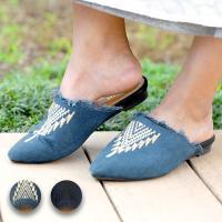 ◆商品について◆  藍染生地にネイティブ刺繍を施した、藍染フラットサンダル。 イージススリッパタイプ...
