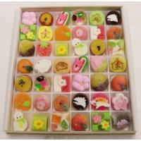 京都の情緒あふれる四季の情景を直径3センチほどの小さな御菓子に映し込み、 ピンク色を基調とした和菓子...