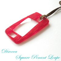ディロッカペンダントルーペは、眼鏡のフレームやテンプルに使われるアセテートシートを使用しているので、...