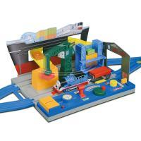 トーマス単品車両、レールを組み合わせて、自分で操作して遊べる音入りの大型情景です。※車両、レールは別...