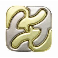 4つのピースが組み合ったパズル。 このピースには秘密があり、元の形態へ戻す時の配置を変えるたびに、解...