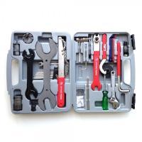 多くのツールアイテムが一つになったツールセットです。持ち運びに便利なプラスチックケースに収納していま...