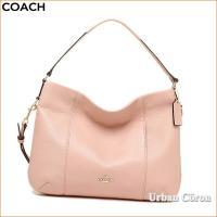 シンプルなデザインながらも高級感が漂う2wayバッグです。どんな服装にも合わせやすくプレゼントにもオ...