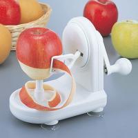 りんごの皮むきがあっという間にラクラク! ハンドルを回すだけで、素早く皮がむけます。リンゴや梨の皮む...