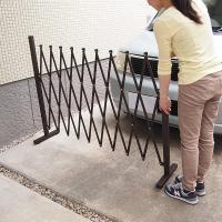 お家の車の前に置いて簡易のガレージにしたり、お庭の入り口に置いて柵にしたりと、使い勝手が広がるアルミ...