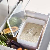 システムキッチンの引き出しに合うスタイリッシュな米びつです。 パッキンでしっかり密閉出来るので、お米...