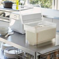 システムキッチンの引き出しに合う、全面クリアーでスタイリッシュな米びつです。 パッキンでしっかり密閉...