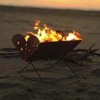 「火を持ち歩く」から「火を楽しむ」へ進化するUCO  わずか30秒で組み立てられるコンパクトな焚火台...