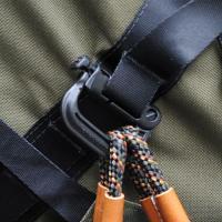 ■耐熱、耐衝撃性に優れ、様々な用途で使用できるDリング 登山やフィッシングで、頻繁に使うライトなどの...