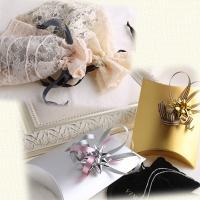 小さいアクセサリー(ネックレスやピアス等)は巾着&箱にお包みします。 大きいもの(ヘアアクセサリー等...