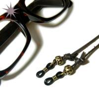【素材】革、亜鉛合金、ゴム 【補足事項】画像のメガネはついておりません。メガネを紛失をされた場合でも...