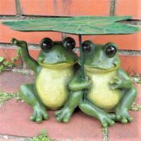 商品詳細商品説明かえるの置物でございます。大きなはすの葉で雨宿りをしているなかよしのカエル達です。う...