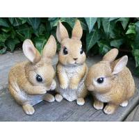 うさぎの置物 ミニフレンドラビット3匹セットでございます。リアルななかよしウサギ達のガーデンオーナメ...