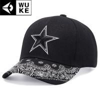シンプルな星のワンポイントにつば部分にペイズリー柄をあしらったベースボールキャップ(野球帽子)です。...