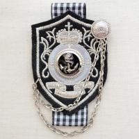 ブラック/シルバー/ホワイト。チェック柄のリボン/アンカー(いかり)マークのボタン/チェーンの装飾。...
