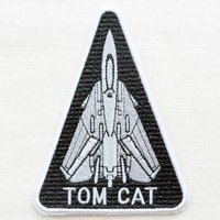サイズ(約):タテ13cm×ヨコ9.5cm  ブラック/グレー。三角形。戦闘機の刺繍、TOM CAT...