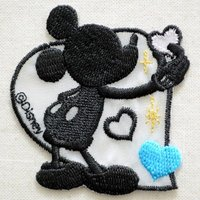 ディズニーの人気キャラクター・ミッキーマウスのシルエットの刺繍が施された、かわいいワッペンです。 ハ...