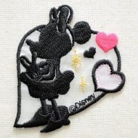 ディズニーの人気キャラクター・ミニーマウスのシルエットの刺繍が施された、かわいいワッペンです。 ハー...