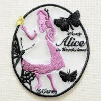 ディズニーの人気キャラクター・ふしぎの国のアリスのシルエットの刺繍が施された、かわいいワッペンです。...