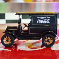 [コカ・コーラ] ミニチュアカー 1917年 フォード デリバリートラック(1/24スケール) / ...