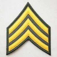 サイズ(約):タテ9.5cm×ヨコ7.8cm  カーキ(オリーブグリーン)/イエローゴールド。陸軍軍...