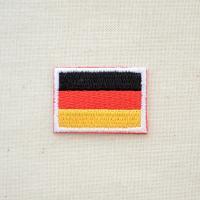 シンプルなドイツ国旗の刺繍ワッペン・アップリケ。  こちらはミニサイズ(500円玉ほどの大きさ)のワ...