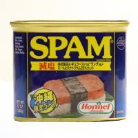 人気のポークランチョンミート「SPAM」の減塩タイプです。カリッと焼いたスパムをご飯にのせて巻いたス...