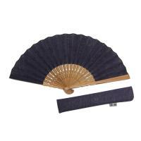 本麻生地の紺色扇子です。 サイズ:長さ約23cm 扇子袋付き、木箱入りなのでギフトにも。 生地:日本...