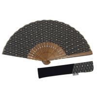 麻の葉模様の扇子です。 サイズ:長さ約23cm 扇子袋付き、木箱入りなのでギフトにも。 生地:日本製...