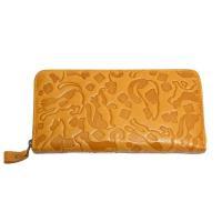 猫柄の型押し財布です。 サイズ:幅19.0cm 高さ9.5cm 厚み2.0cm 素材:牛革 背面差し...