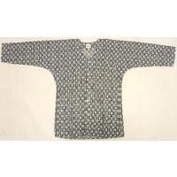 鯉口シャツは、細身のシルエットになります。 袖口が細くなるのと、脇の部分がくびれています。  ダボシ...