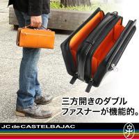 ◇ポイント/シンプルなデザインが魅力的なトリエのバッグ。全体にはヌメ革を、一部には帆布を素材として使...