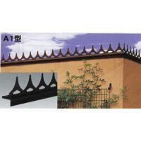 【防犯対策グッズ】屋外の壁やブロック塀などに設置して、外部からの侵入を防止する忍び返し。装飾性のある...