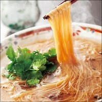 そうめん風の細麺のラーメンに、とろみとコクのあるスープがからみ、独特の味わいを奏でます。 ●内容量・...