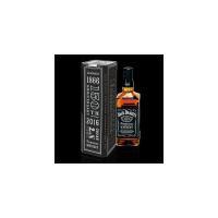 世界で最も有名なテネシーウイスキーのジャックダニエル!高さ5mのメローイング樽と呼ばれる濾過槽に1滴...