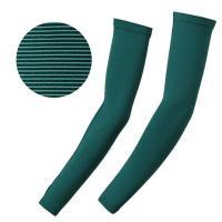 製品説明半袖着用時に手軽に紫外線対策を行えるアームカバーです。サムホールを設けているため、手の甲まで...