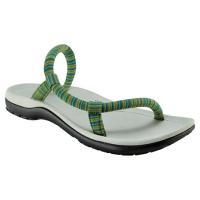 製品説明  歩いてもかかとが浮き上がりにくい「スリップオン サンダル」の機能性はそのままに、靴下を着...