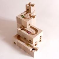 このキュボロ・ベーシスセットは13種類30個のキューブで構成されている基本セットの小です。 このセッ...