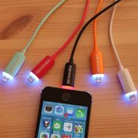 ☆iPhone7、iPhone7 Plus対応 動作確認済み ●コネクター部分にLEDライトを内蔵。...