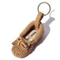 ミネトンカの定番人気アイテムであるモカシンをモチーフにした、キュートなキーリング。小さな小さなプチデ...