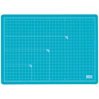 軽くて使いやすいカッティングマット。表はブルー、裏はオフホワイトの両面仕様。 三層発泡素材で驚きの価...