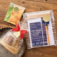 フランス語柄(白色)入りのOPP袋。雑貨やお菓子などのラッピングに。 ホワイトの文字がオシャレでナチ...