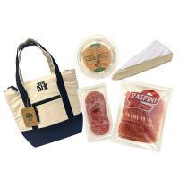 大人気の成城石井オリジナルの保冷バッグと成城石井直輸入の生ハム・サラミ・オリーブ・チーズの詰め合わせ...