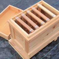 内地杉(国産杉)を100%使用し1つ1つ手作りで作製された 日本ミツバチ用の巣箱です。  波板等で屋...