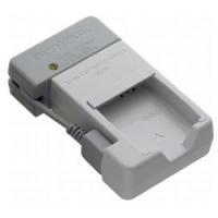 リチウムイオン充電池「LI-90B」を充電できる「充電器」です。
