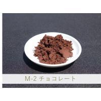 幅広い温度で安定的に使用できるが、釉薬の成分により違った発色をします。亜鉛釉では明色赤味、鉛釉または...