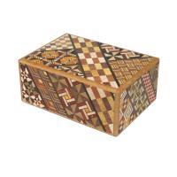 外寸 118x85x51 mm 内寸  74x63x38 mm  秘密箱は、箱根寄木細工の代名詞的な...